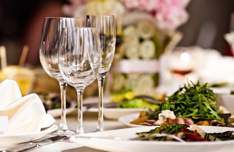 shutterstock_tableinrestaurant